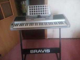 Синтезатор BRAVIS KB-920 с подставкой