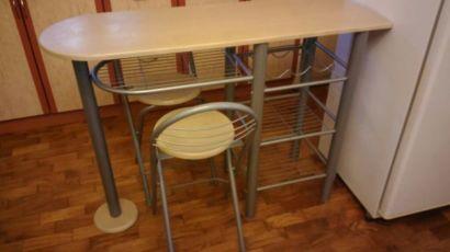 Продам барную стойку и 2 стула в Луганске (кухонная стойка+стулья)