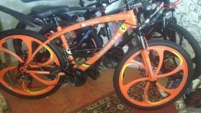 Велосипед на литых дисках 14.000руб