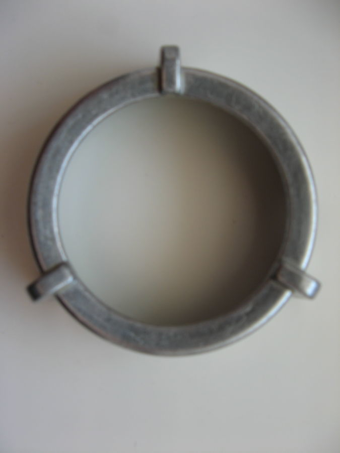 Накатная гайка (кольцо зажимное) тубуса для мясорубки Bosch 050365