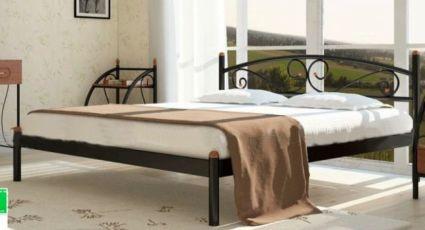 Красивая кровать с ортопедическим матрасом с эффектом зима лето