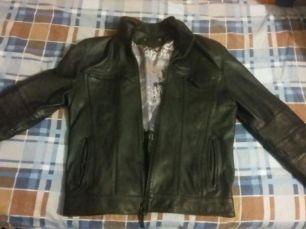 Мужская кожаная куртка. Почти не ношеная