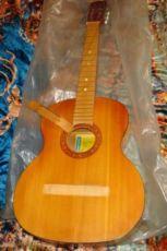 Качественная 6-струнная гитара Черниговской муз.фабрики им.Постышева.