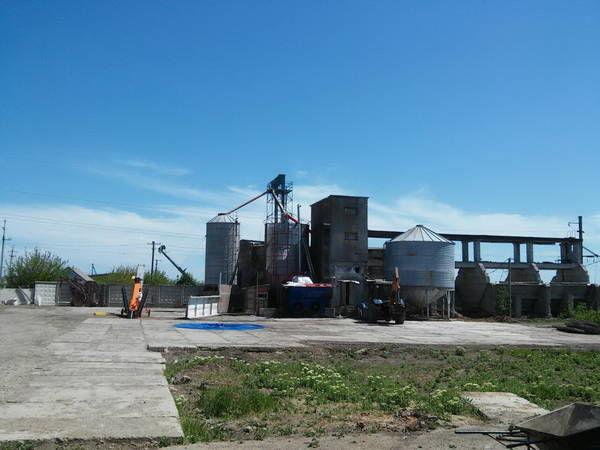 Элеватор пологи элеватор поднимает в час 720000 кг зерна на высоту 25
