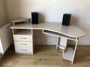 Продам стол компьютерный,угловой