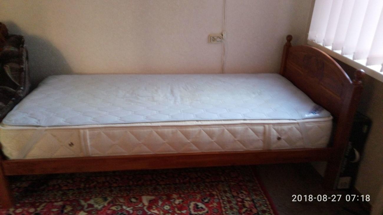 Продам кровать односпальную б/у с матрасом Veneto