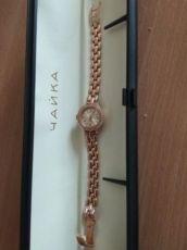 Продаю женские механические золотые часы