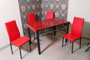Стеклянный стол и стулья кухонные и для кафе