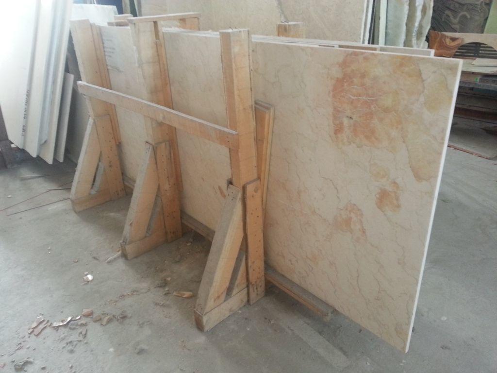 Мраморные прямоугольные плиты разных размеров и толщин со склада
