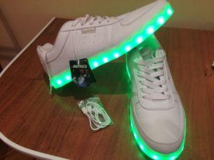 929cb87a397fcb Кросівки з LED підсвіткою: 450 грн. - Черевики Калуш - оголошення на ...