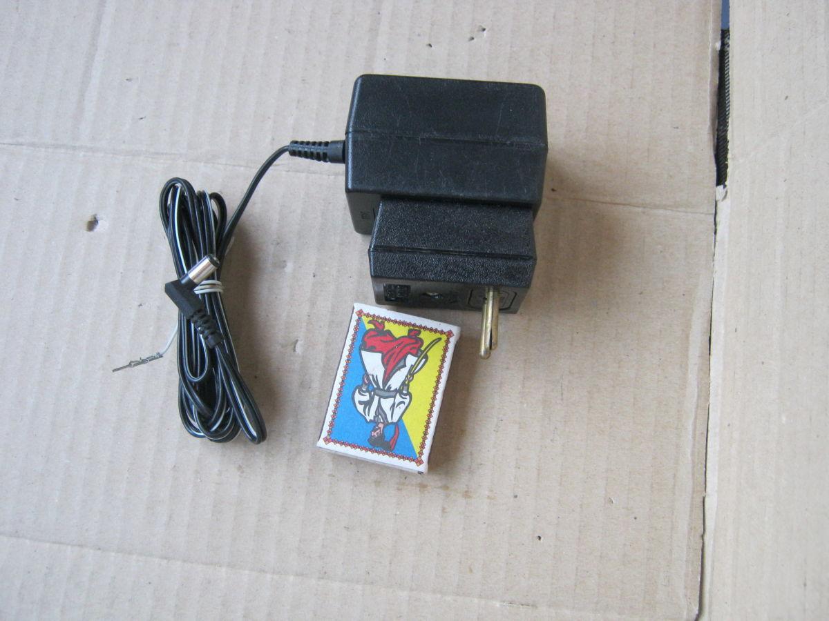 Сетевой адаптер 12 В, 500 мА.