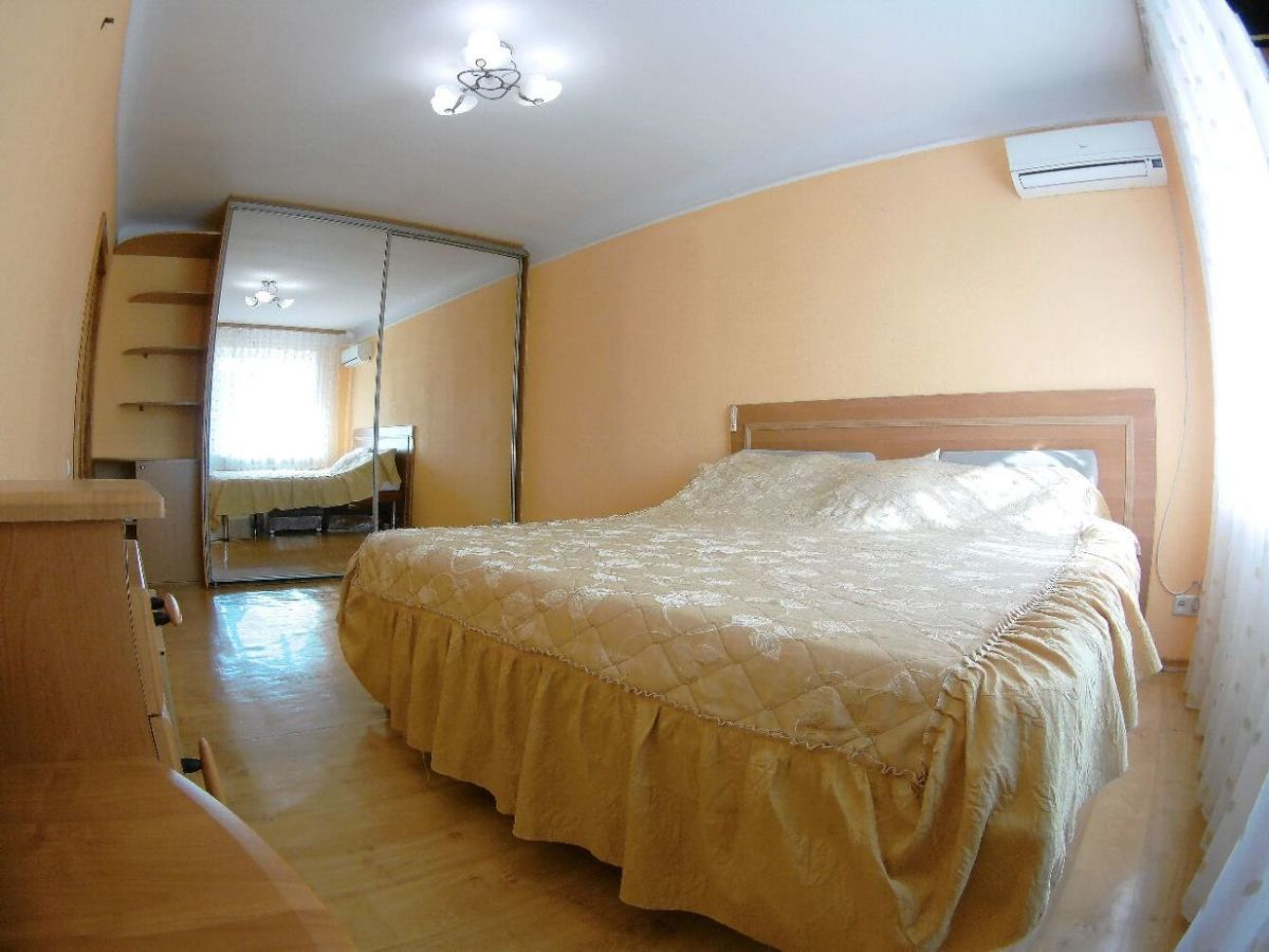 Отличная квартира  в кирпичном доме в центре Днепра!