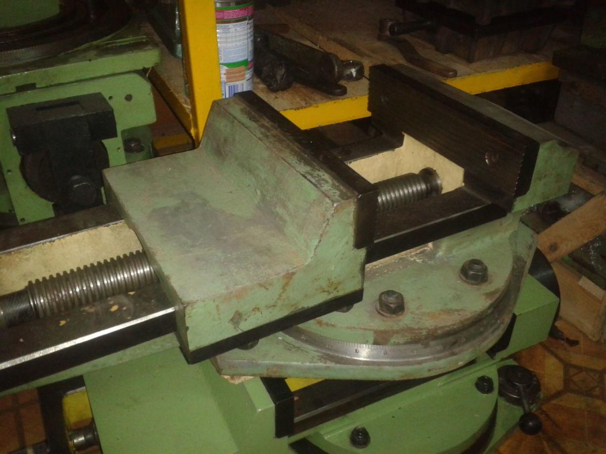 Продам тиски станочные поворотные 250 мм
