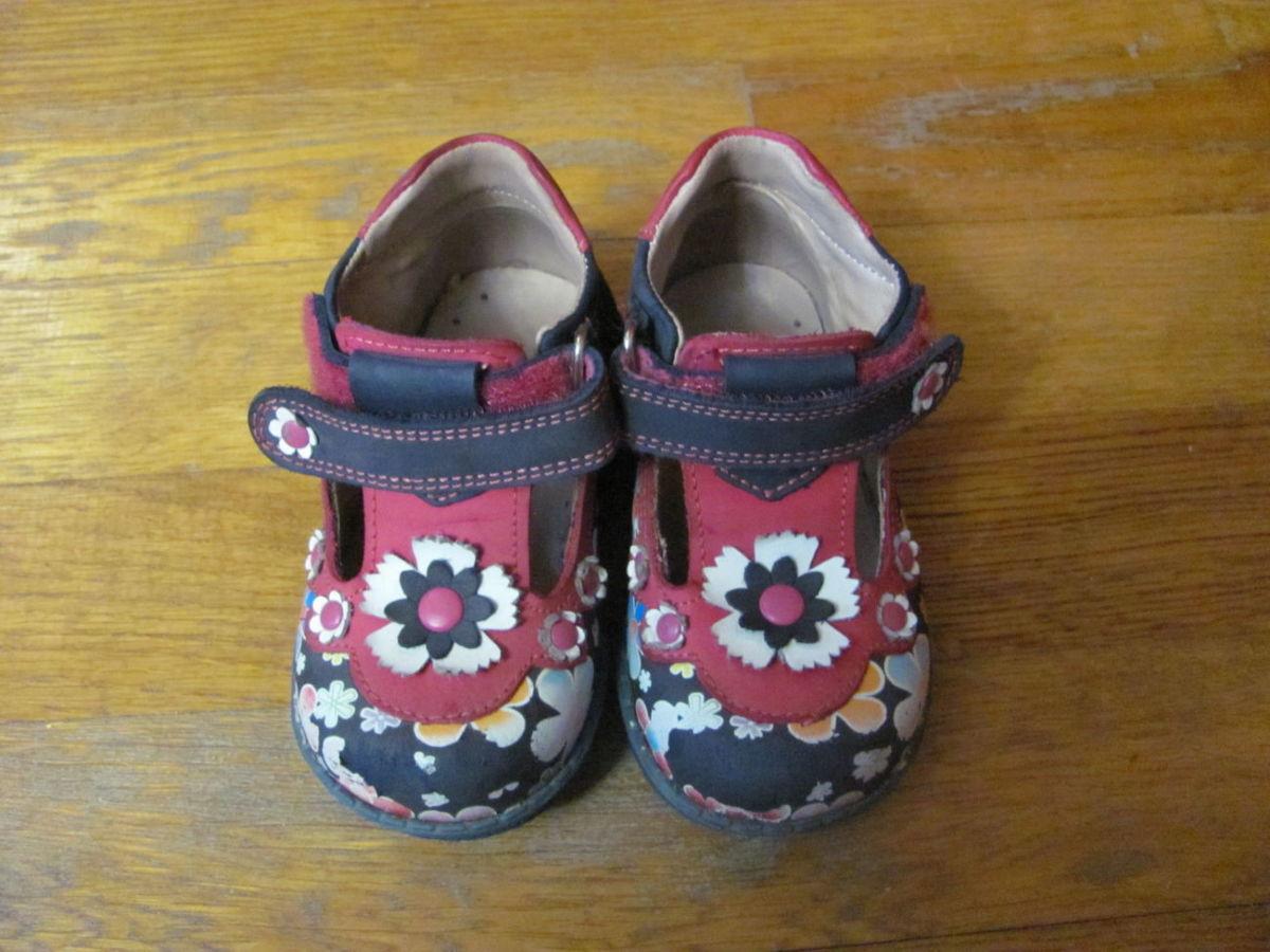 шкіряні турецькі дитячі туфлі для дівчинки у хорошому стані d904315d1f5b8