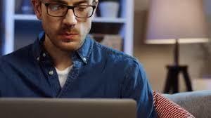 На вакантное место требуется менеджер по созданию и ведению клиентской