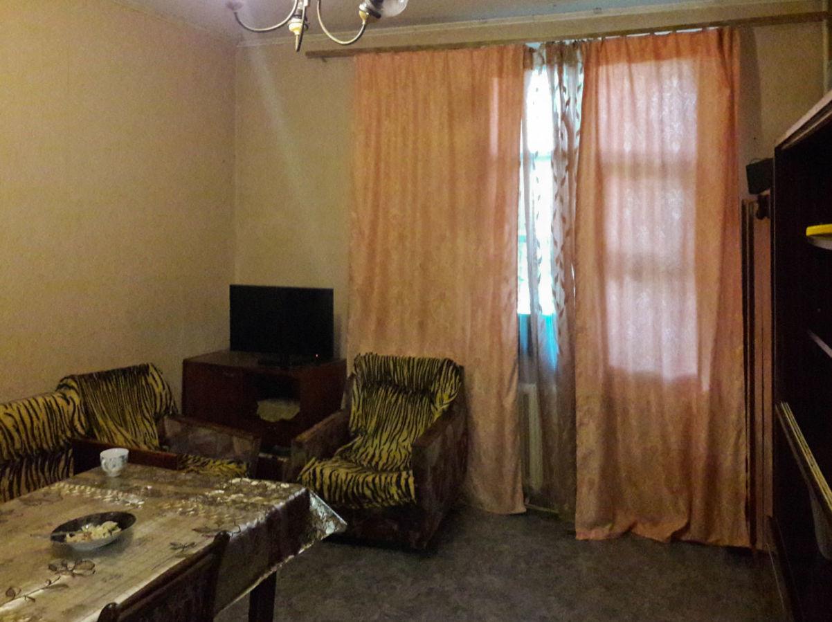 Продается двухкомнатная квартира под офис в Лесках