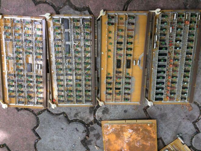Куплю Радиодетали,платы,осциллограф,частотомер,вольтметр 2