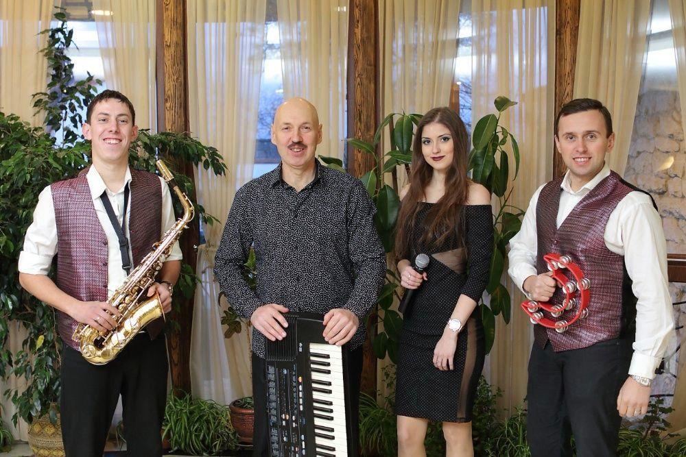 1bf564f404ff90 Жива музика на весілля:Гурт