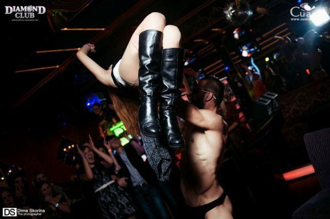 masturbatsiya-mulatok-zakaz-striptizera-muzhchinu-v-privat-komnatu-mika-sparks-foto