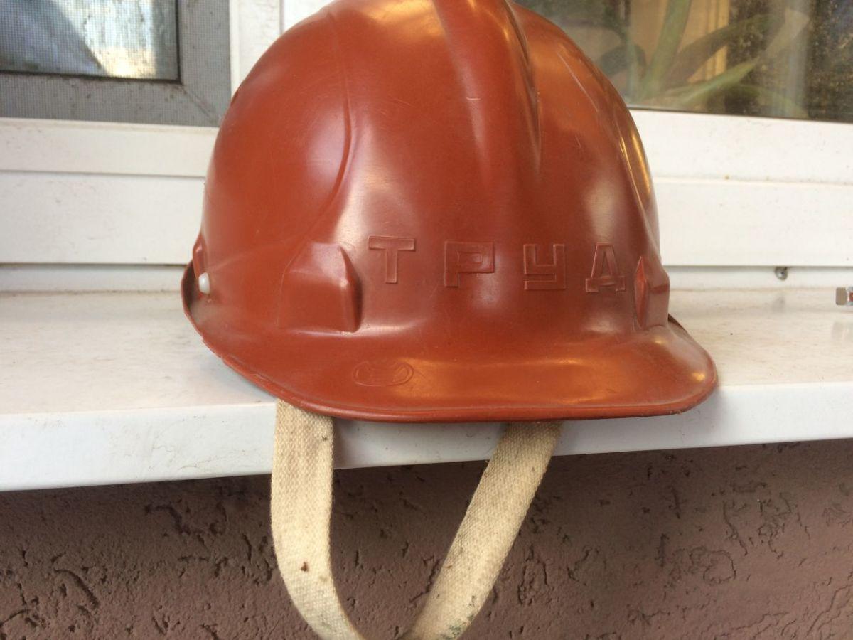 Новая строительная каска советского производства