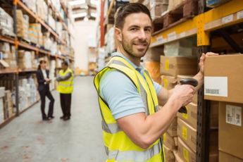 Срочно требуется работник склада в курьерской компании в швеции