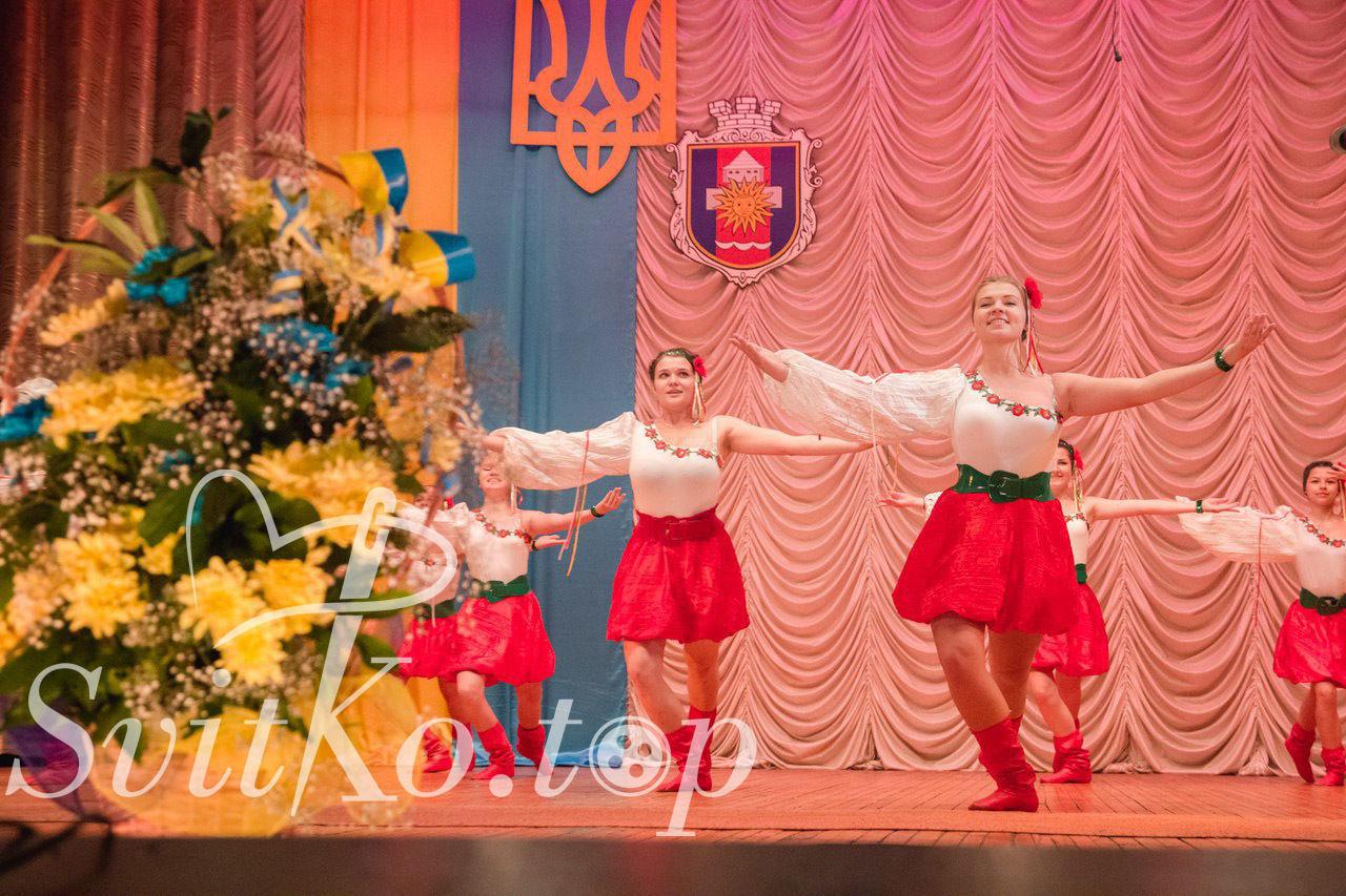 Пошив сценічних костюмів  - Пошиття та ремонт одягу Вінниця ... 460d19e81bc72