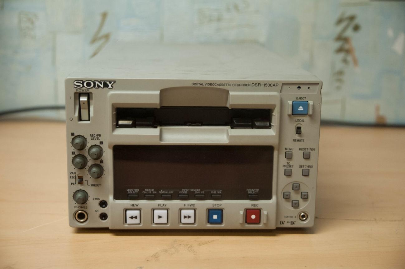 Видеомагнитофон DVCAM, DV, Mini DV Sony DSR-1500AP