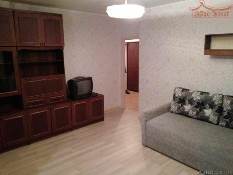Однокомнатная квартира с ремонтом в Массив Радужный.