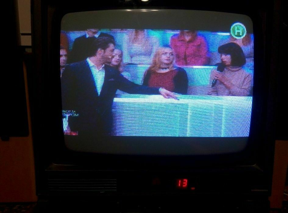 Цветной телевизор на кухню Feilang FC-372. Диагональ 14 дюймов (37 см)