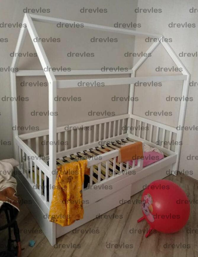 Детская кроватка с ящиками в форме домика деревянная