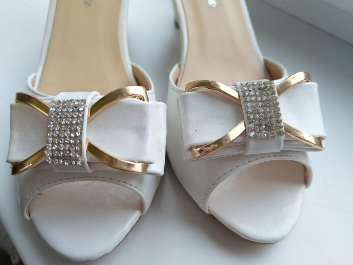Белые, нарядные туфли -босоножки