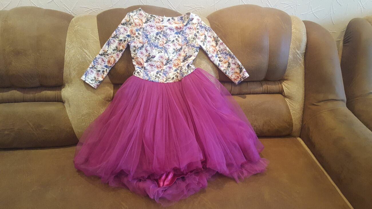 Платье на 8-10 лет (Размер =140).