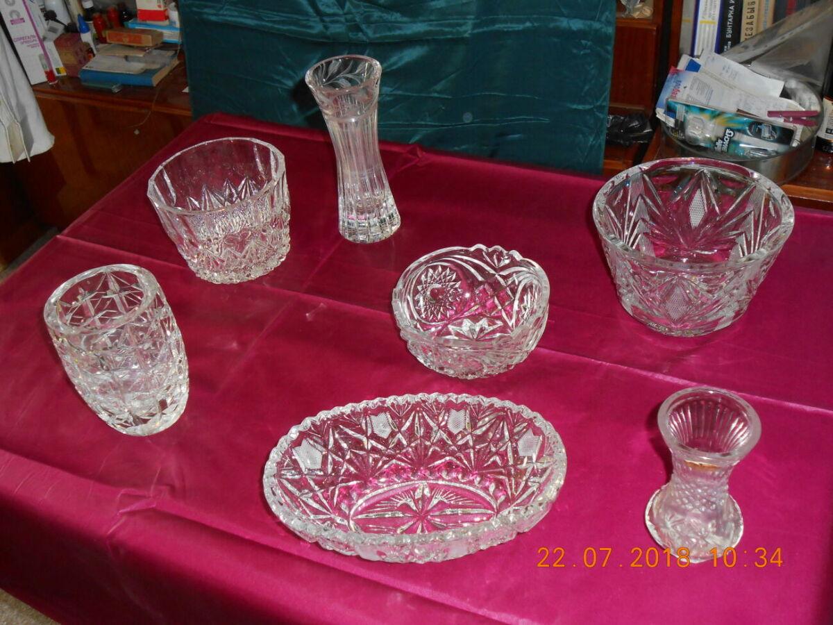 Продаются вазы, конфетницы, салатницы из хрусталя.