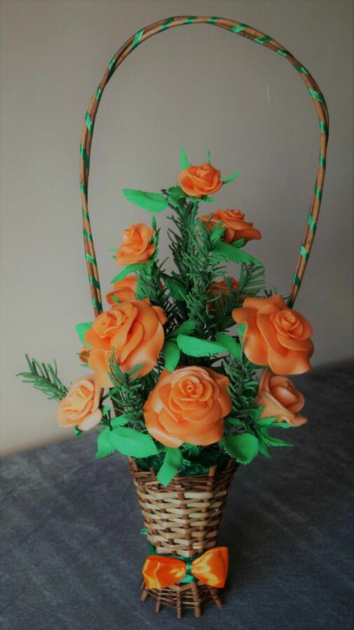 Оранжевые розы в корзинке для любимой к 8 марта