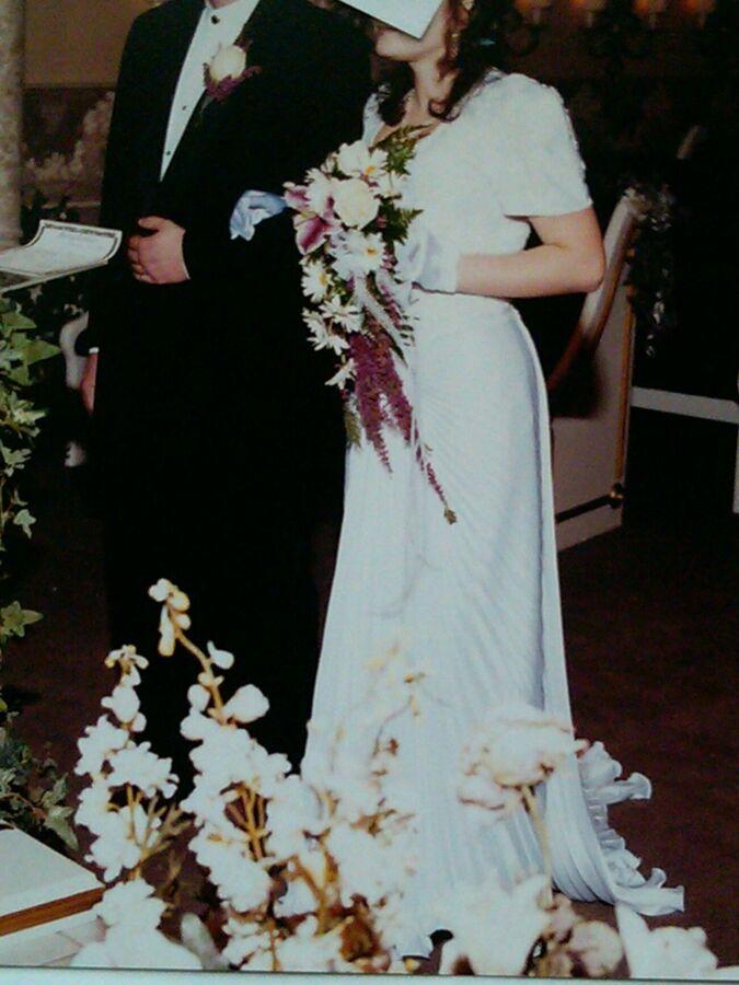 Продам платье свадебное со шлейфом р-мер 44-46