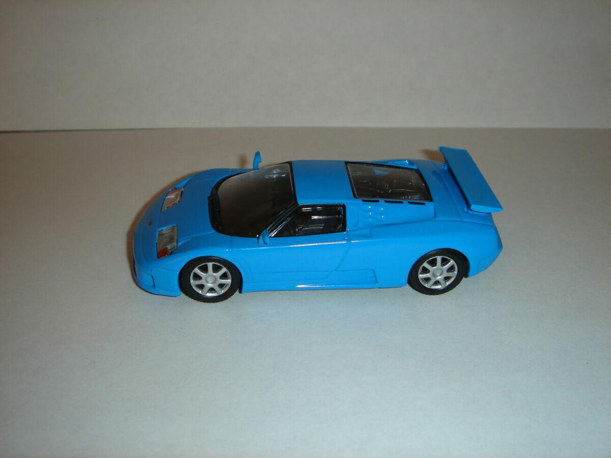 Продам машинку металлическую Bugatti Eb110 . 1:43