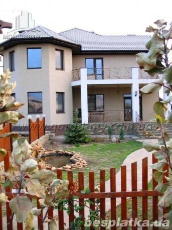 Продам дом 300 кв.м. в с. Новоалександровка.
