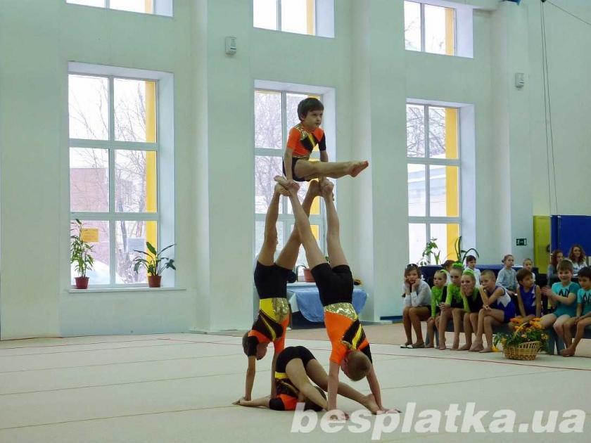 Фото - Акробатика для детей от 4 лет.