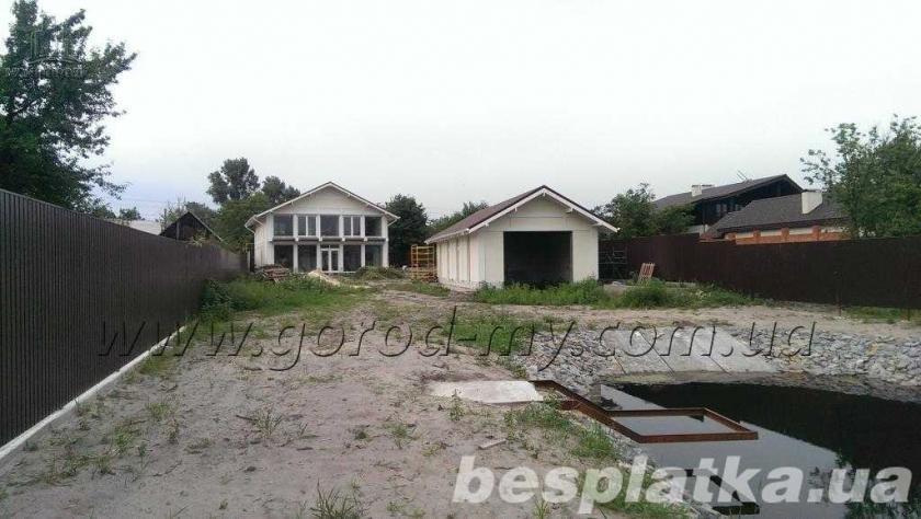 Дом 300 кв.м. на берегу в живописном месте по ул. Кубанская.