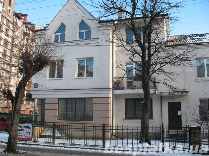 Продаётся под коммерцию жилое помещение 188м.в центре Ивано-Франковска
