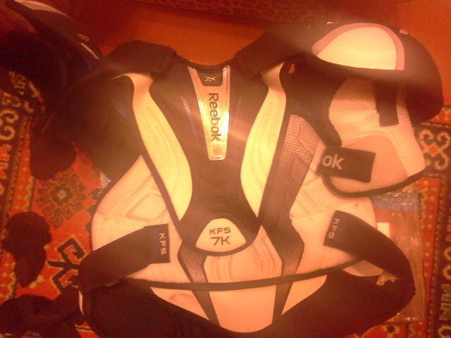 Хоккейный нагрудник Reebok 7K размер L б/у
