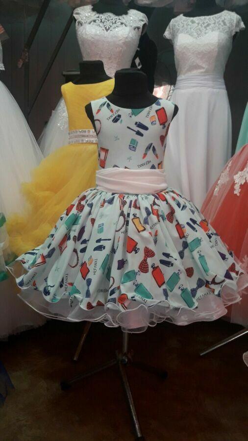 В наличии платье реьро стиль 5-8 лет.