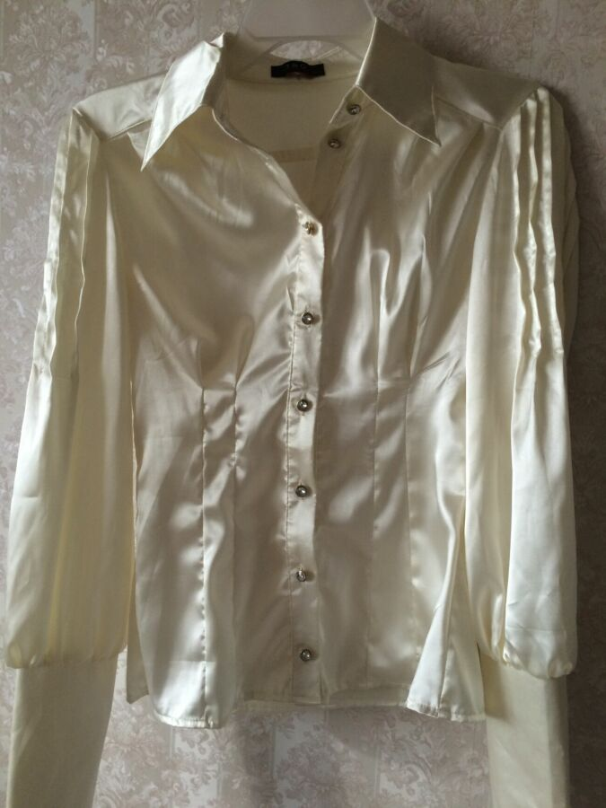 Блуза белая с защипом
