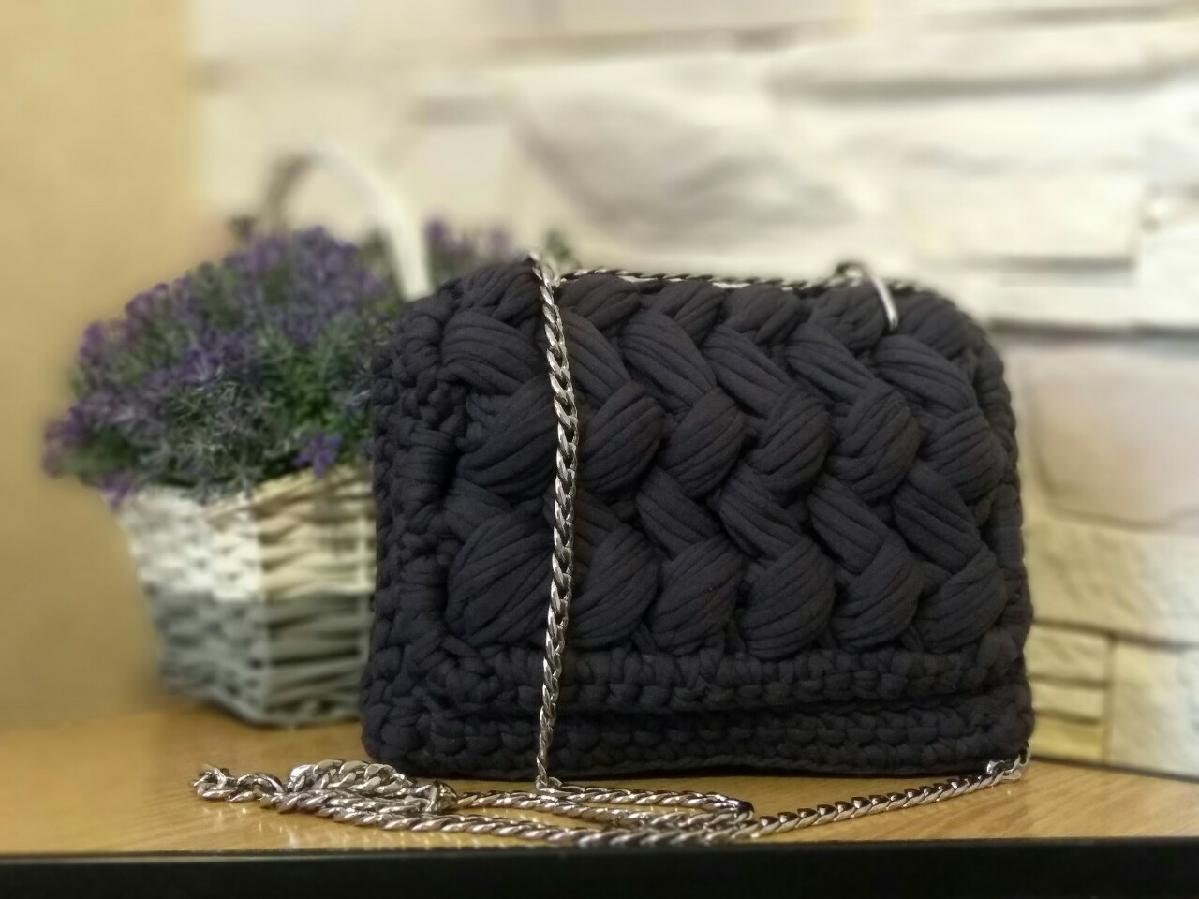 Стильная вязаная сумочка