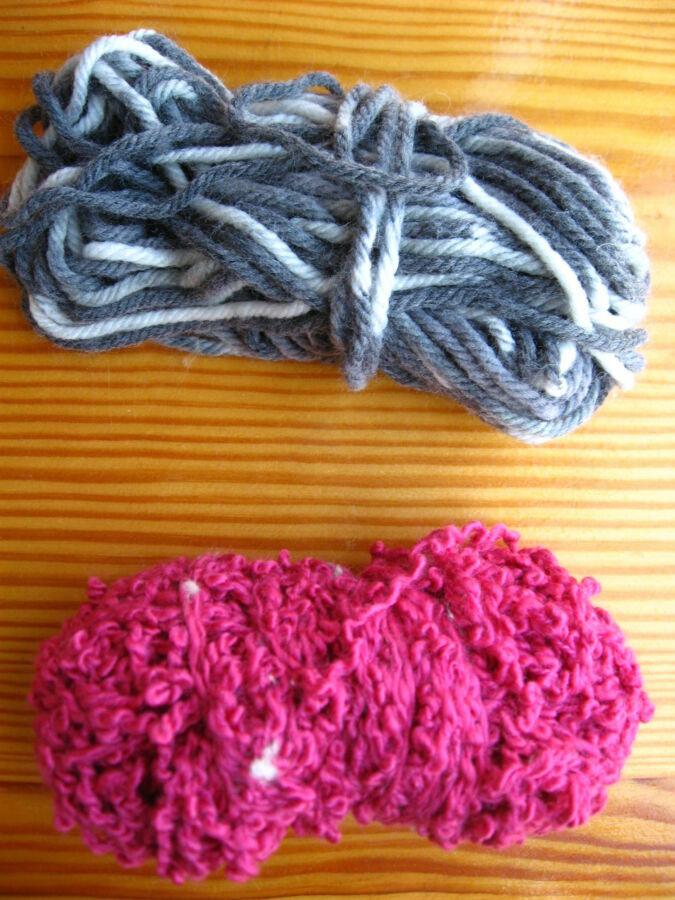 пряжа розовая букле и серая с белым меланж остатки нитки для