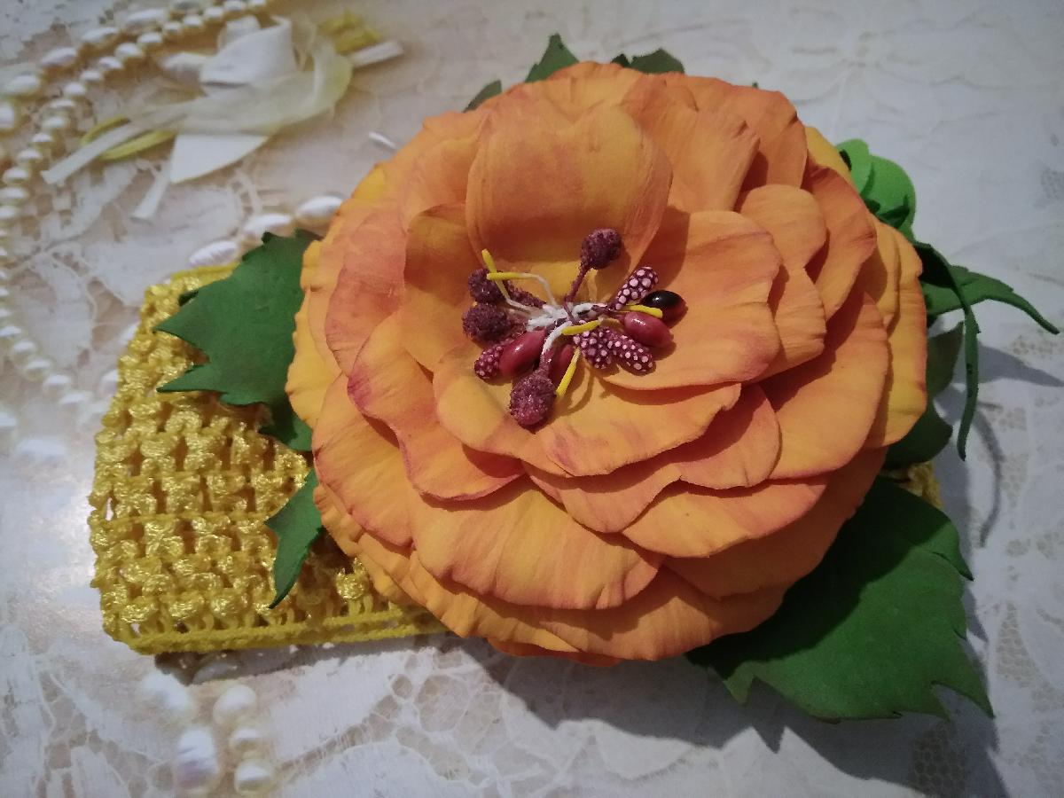 Детская повязка с цветком из фоамирана.