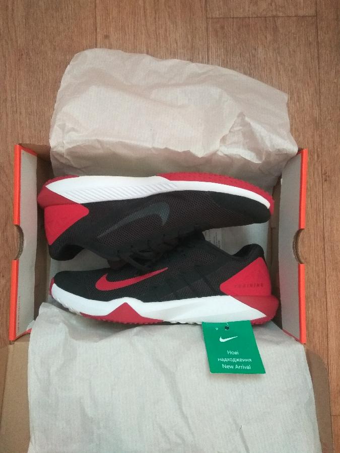 Продам фирменные кроссовки Nike