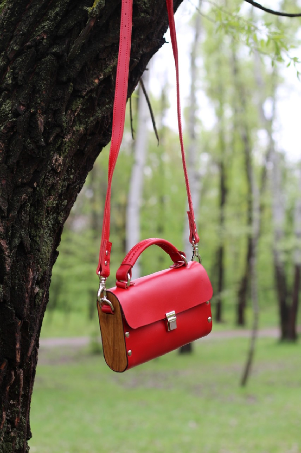 Винтажная сумочка на вечер из кожи и дерева. очень классная