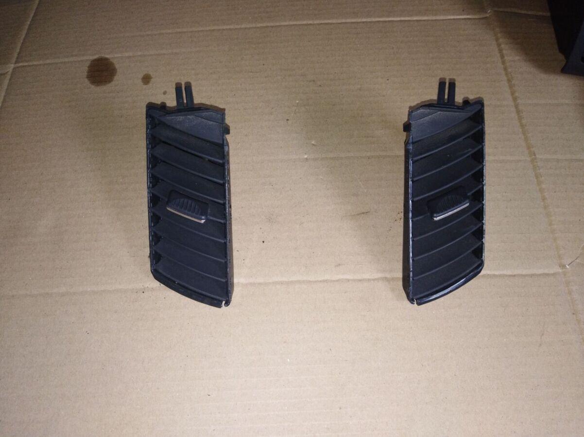Воздуходув решетка центральный Opel Zafira B 13145264 13145056