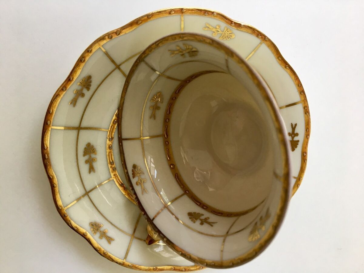 Антикварная чашка Bavaria.. сус. Золото роспись. костяной фарфор.